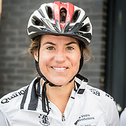 NLD/Almere/20160924 - Start fietstocht BN'ers trappen darmkanker de wereld uit, Kim Lammers