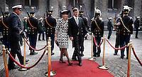 Nederland. Den Haag, 18 september 2007.<br /> Prinsjesdag. Minister-president Jan Peter Balkenende arriveert met echtgenote Bianca op het Binnenhof .<br /> Foto Martijn Beekman <br /> NIET VOOR TROUW, AD, TELEGRAAF, NRC EN HET PAROOL
