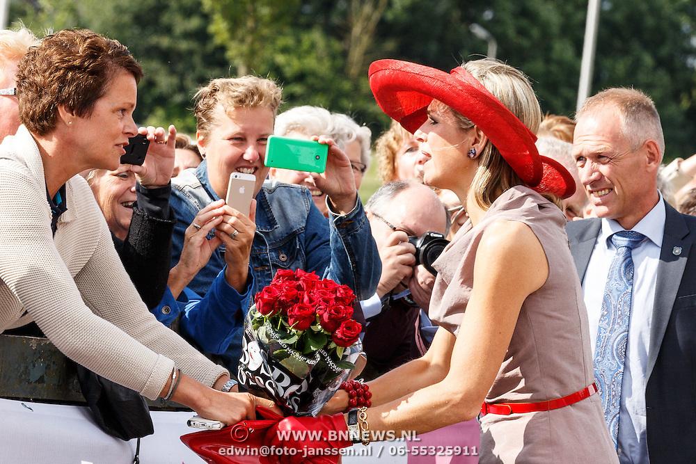 NLD/Zevenhuizen/20150709 -  Koningin Maxima opent het Leontienhuis, een initiatief van oud-wielrenster Leontien Zijlaard-van Moorsel, Koningin Maxima