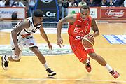 DESCRIZIONE : Caserta campionato serie A 2013/14 Pasta Reggia Caserta EA7 Olimpia Milano<br /> GIOCATORE : Curtis Jerrells<br /> CATEGORIA : palleggio<br /> SQUADRA : EA7 Olimpia Milano<br /> EVENTO : Campionato serie A 2013/14<br /> GARA : Pasta Reggia Caserta EA7 Olimpia Milano<br /> DATA : 27/10/2013<br /> SPORT : Pallacanestro <br /> AUTORE : Agenzia Ciamillo-Castoria/GiulioCiamillo<br /> Galleria : Lega Basket A 2013-2014  <br /> Fotonotizia : Caserta campionato serie A 2013/14 Pasta Reggia Caserta EA7 Olimpia Milano<br /> Predefinita :