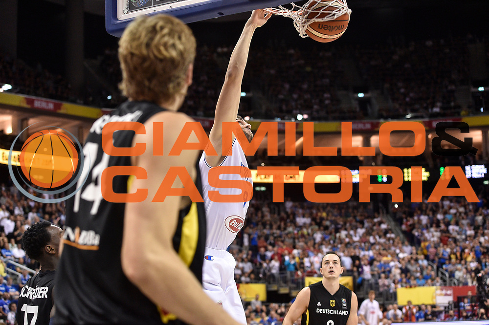 DESCRIZIONE : Berlino Berlin Eurobasket 2015 Group B Germany Germania - Italia Italy<br /> GIOCATORE : Andrea Bargnani<br /> CATEGORIA : Schiacciata Sequenza<br /> SQUADRA : Italia Italy<br /> EVENTO : Eurobasket 2015 Group B<br /> GARA : Germany Italy - Germania Italia<br /> DATA : 09/09/2015<br /> SPORT : Pallacanestro<br /> AUTORE : Agenzia Ciamillo-Castoria/GiulioCiamillo