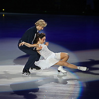 Olympic Gold medalists Meryl Davis and partner Charlie White perform on the ice during the Stars on Ice Figure Skating tour stop at the Amway Center on Sunday, April 6, 2014 in Orlando, Florida. (AP Photo/Alex Menendez)