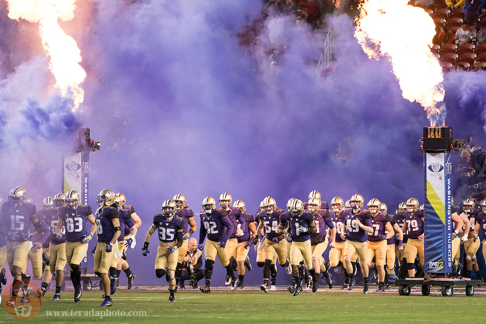December 2, 2016; Santa Clara, CA, USA; Washington Huskies players run onto the field before the Pac-12 championship against the Colorado Buffaloes at Levi's Stadium.