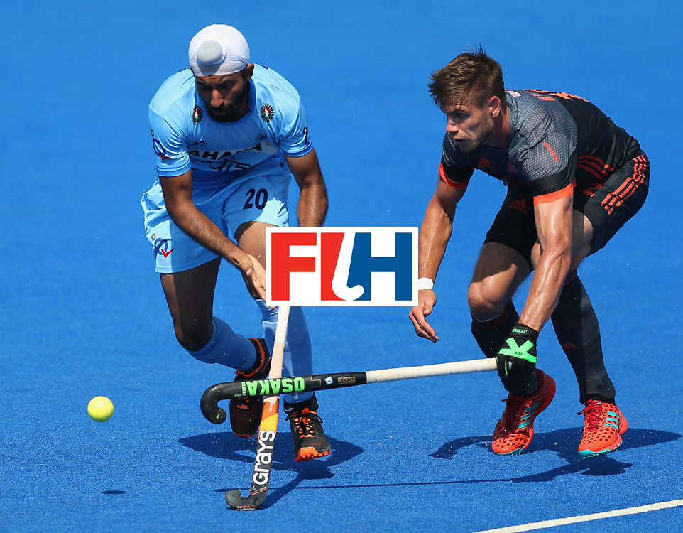 LONDON, ENGLAND - JUNE 20:  Talwinder Singh of India evades Sander de Wijn of the Netherlands during the Pool B match between India and the Netherlands on day six of the Hero Hockey World League Semi-Final at Lee Valley Hockey and Tennis Centre on June 20, 2017 in London, England.  (Photo by Alex Morton/Getty Images)