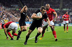 Ben Smith of New Zealand  scores the opening try of the match - Mandatory byline: Patrick Khachfe/JMP - 07966 386802 - 09/10/2015 - RUGBY UNION - St James' Park - Newcastle, England - New Zealand v Tonga - Rugby World Cup 2015 Pool C.