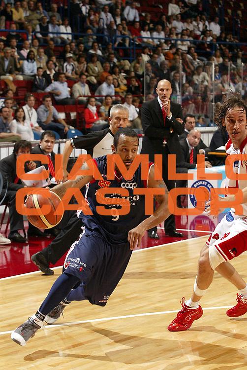 DESCRIZIONE : Milano Lega A1 2005-06 Armani Jeans Olimpia Milano Angelico Biella <br />GIOCATORE : Bremer<br />SQUADRA : Angelico Biella<br />EVENTO : Campionato Lega A1 2005-2006<br />GARA : Armani Jeans Olimpia Milano Angelico Biella<br />DATA : 11/05/2006<br />CATEGORIA : Palleggio<br />SPORT : Pallacanestro<br />AUTORE : Agenzia Ciamillo-Castoria/S.Ceretti