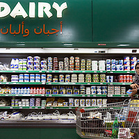 A womanbuy food at the  Ramallah Mall the fancy comercial center of Ramallah...Credit Photo: Olivier Fitoussi pour Jeune Afrique.