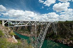Ponte sobre o Rio Sao Francisco na BR-110 entre Delmiro Gouvea - AL e Paulo Afonso - BA, Ponte D Pedro II foi construida na decada de 50, toda em metal encravada no canyon sobre o rio Sao Francisco, com 85 metros de altura, limita os estados da Bahia e de Alagoas./ The Metal Bridge, built in the 50s, an engineering marvel, all-metal embedded into the canyon on the Sao Francisco River, 85 meters high, limiting the states of Bahia and Alagoas