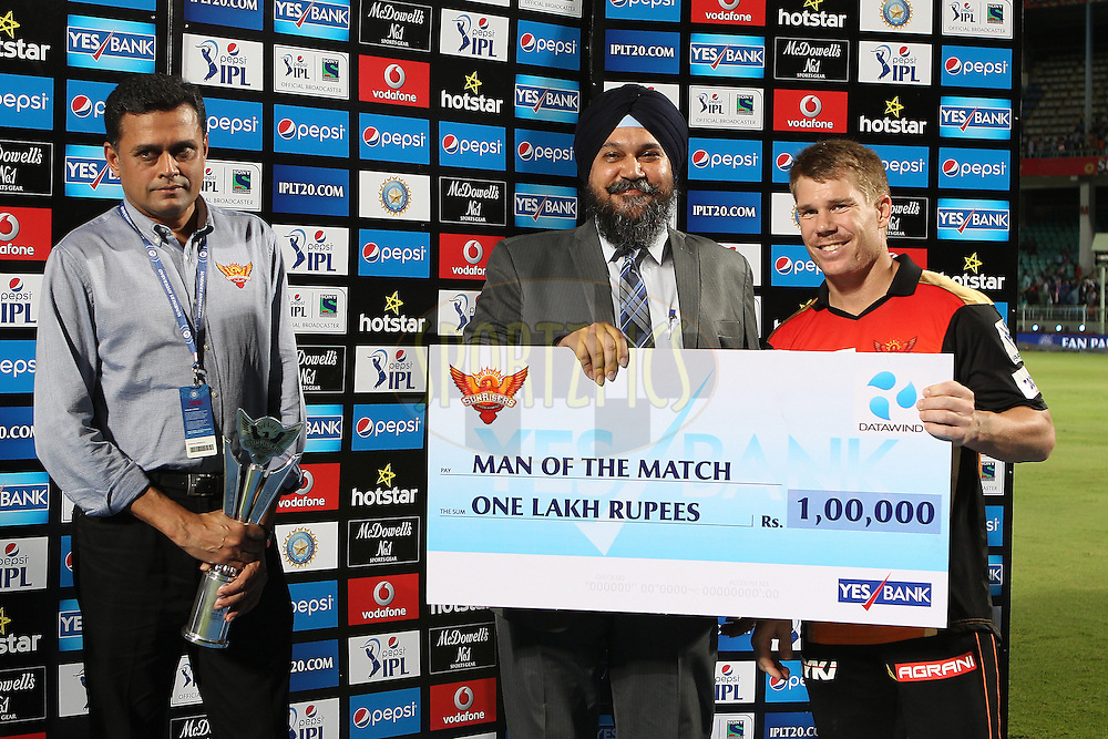 David Warner of the Sunrisers Hyderabad is man of the match during match 19 of the Pepsi IPL 2015 (Indian Premier League) between The Sunrisers Hyderabad and The Kolkayta Knight Riders held at the ACA-VDCA Stadium in Visakhapatnam India on the 22nd April 2015.<br /> <br /> Photo by:  Ron Gaunt / SPORTZPICS / IPL