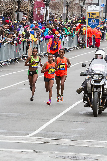 Rotich, Dibaba and Deba with one mile to go