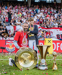 26.05.2019, Red Bull Arena, Salzburg, AUT, 1. FBL, FC Red Bull Salzburg Meisterfeier, im Bild Trainer Marco Rose (FC Red Bull Salzburg) mit Tochter // during the Austrian Football Bundesliga Championsship Celebration at the Red Bull Arena in Salzburg, Austria on 2019/05/26. EXPA Pictures © 2019, PhotoCredit: EXPA/ JFK