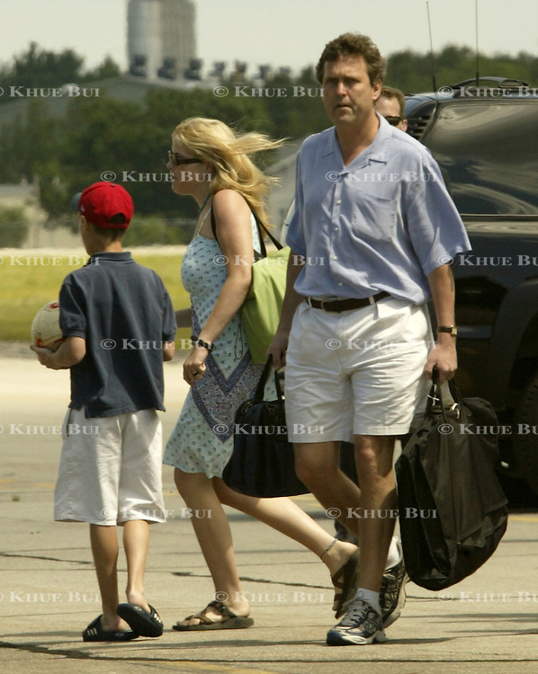Marvin Bush, brother of President George W. Bush, and Jenna Bush, daughter of the president, deboard Air Force One Friday, July 5, 2002, in Sanford, Maine.  President Bush is spending the Independence Day weekend in Kennebunkport, Maine, home of his parents...Photo by Khue Bui
