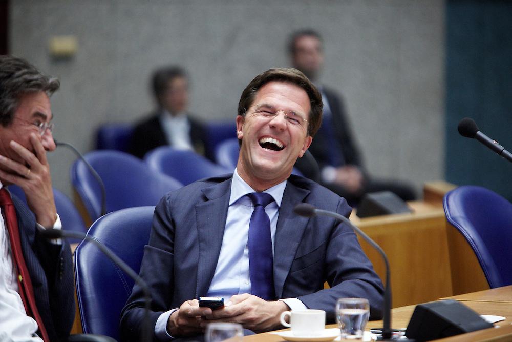 Nederland. Den Haag, 24 april 2012.<br /> Demissionair premier Mark Rutte en demissionair minister Maxime Verhagen tijdens het debat in de Tweede Kamer over de val van het kabinet.<br /> Tweede Kamer, verklaring van de Minister-President over de ontstane politieke situatie. Daags na het aanbieden van het ontslag van kabinet Rutte I. Mark Rutte, kabinetscrisis, minderheidskabinet met gedoogsteun, gedoogakkoord, regeerakkoord, politiek, <br /> Foto : Martijn Beekman