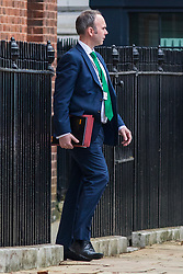 © Licensed to London News Pictures. 22/02/2018. London, UK. Prime Minister Theresa May's Chief of Staff GAVIN BARWELL leaves Downing Street via the back door as he heads to Chequers for the meeting of the Brexit sub-committee of the Cabinet. Photo credit: Rob Pinney/LNP