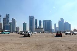 22.01.2015, Doha, QAT, FIFA WM, Katar 2022, Vorberichte, im Bild einige Hochhäuser hinter einem Parkplatz in Doha // Preview of the FIFA World Cup 2022 in Doha, Qatar on 2015/01/22. EXPA Pictures © 2015, PhotoCredit: EXPA/ Sebastian Pucher