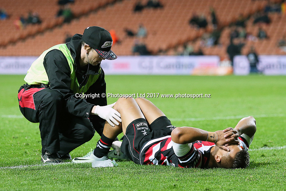 Counties-Manukau winger Tim Nanai-Williams receives medical attention during the Mitre 10 Cup Rugby match - Waikato v Counties played at FMG Stadium Waikato, Hamilton, New Zealand on Friday 25 August 2017.  Copyright photo: © Bruce Lim / www.photosport.nz