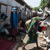 Jour de distribution de vivres au camp de déplacés de Kawrmaila.