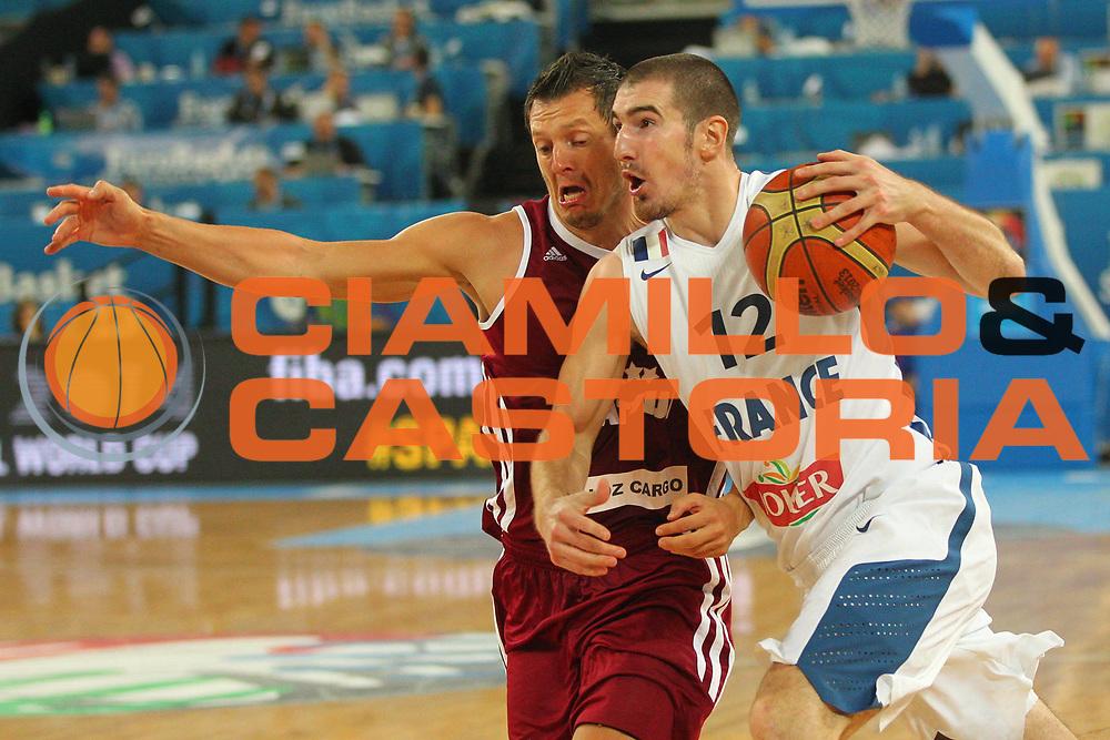DESCRIZIONE : Lubiana Ljubliana Slovenia Eurobasket Men 2013 Second Round Francia Lettonia France Latvia<br /> GIOCATORE : Nando De Colo<br /> CATEGORIA : palleggio dribble<br /> SQUADRA : Francia France<br /> EVENTO : Eurobasket Men 2013<br /> GARA : Francia Lettonia France Latvia<br /> DATA : 13/09/2013 <br /> SPORT : Pallacanestro <br /> AUTORE : Agenzia Ciamillo-Castoria/H.Bellenger<br /> Galleria : Eurobasket Men 2013<br /> Fotonotizia : Lubiana Ljubliana Slovenia Eurobasket Men 2013 Second Round Francia Lettonia France Latvia<br /> Predefinita :