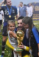 FUSSBALL  WM 2018  FINALE  ------- Frankreich - Kroatien    15.07.2018 JUBEL Weltmeister Frankreich; Torwart Hugo Lloris mit dem Pokal und seinen Kinder