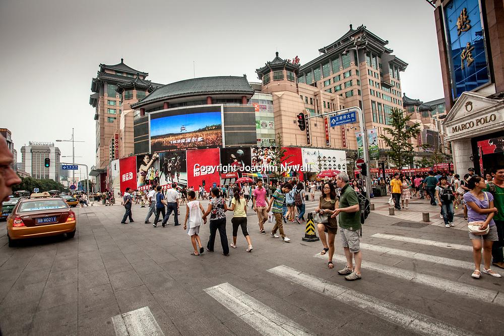 Beijing 2011 08 Peking Kina<br /> Shopping str&aring;ket i centrala Beijing <br /> <br /> ----<br /> FOTO : JOACHIM NYWALL KOD 0708840825_1<br /> COPYRIGHT JOACHIM NYWALL<br /> <br /> ***BETALBILD***<br /> Redovisas till <br /> NYWALL MEDIA AB<br /> Strandgatan 30<br /> 461 31 Trollh&auml;ttan<br /> Prislista enl BLF , om inget annat avtalas.