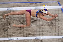 05-01-2018 NED: DELA Beach Open day 3, Den Haag<br /> Joy Stubbe #2 en Marleen van Iersel #1 zijn op het DELA Beach Open door naar de achtste finales. De Nederlandse vrouwen wonnen ook hun tweede pouleduel. Met 2-1 ( 21-18, 17-21, 17-15) werden de Amerikaanse Sara Hughes #1/Kelly Claes #2 en zijn daardoor poulewinnaar geworden.