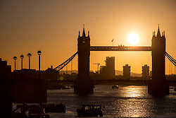 © Licensed to London News Pictures. 12/02/2018. London, UK. The sun rises over Tower Bridge in central London this morning, as temperatures in the capital dropped to freezing overnight. Photo credit : Tom Nicholson/LNP