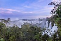 CATARATAS DEL IGUAZU, PASEO SUPERIOR AL ATARDECER, PARQUE NACIONAL IGUAZU, PROVINCIA DE MISIONES, ARGENTINA (© MARCO GUOLI - ALL RIGHTS RESERVED)