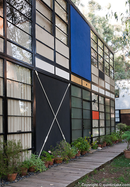 california eames house essay This essay is a contribution to the inderdisciplinary rethinking of the home  in  this essay i want to provide a  as the eames house in california (1949–50.