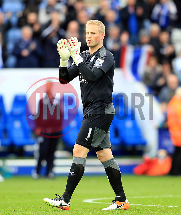 Kasper Schmeichel of Leicester City applauds the fans - Mandatory by-line: Matt McNulty/JMP - 24/04/2016 - FOOTBALL - King Power Stadium - Leicester, England - Leicester City v Swansea City - Barclays Premier League