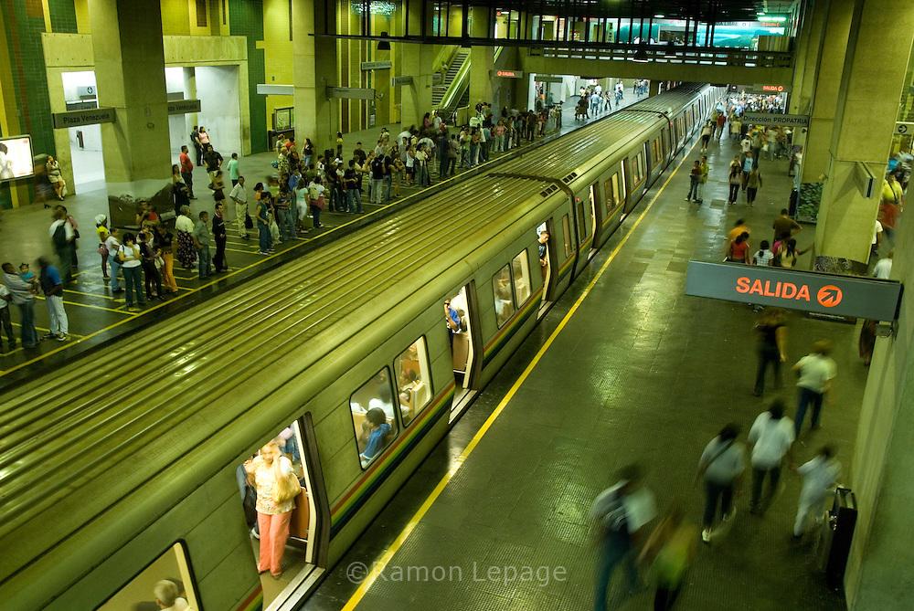 Metro de Caracas. Turismo en Caracas (Ramón Lepage / Orinoquiaphoto)