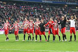 14.11.2010, Allianz Arena, Muenchen, GER, 1.FBL, FC Bayern Muenchen vs 1.FC Nuernberg, im Bild  Die Bayrn mit Franck Ribery (Bayern #7) und Mario Gomez (Bayern #33) feiern mit Ihren Fans, EXPA Pictures © 2010, PhotoCredit: EXPA/ nph/  Straubmeier+++++ ATTENTION - OUT OF GER +++++