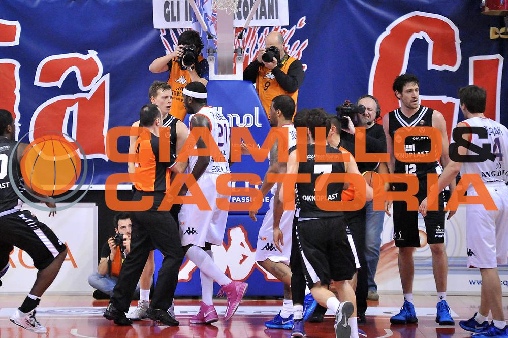 DESCRIZIONE : Biella Lega A 2012-13 Angelico Biella Oknoplast Virtus Bologna<br /> GIOCATORE : Goran Jurak Angelo Gigli Kevinn Pinkney Viktor Gaddefors<br /> CATEGORIA : Rissa<br /> SQUADRA : Angelico Biella Oknoplast Virtus Bologna <br /> EVENTO : Campionato Lega A 2012-2013 <br /> GARA : Angelico Biella Oknoplast Virtus Bologna<br /> DATA : 03/03/2013<br /> SPORT : Pallacanestro <br /> AUTORE : Agenzia Ciamillo-Castoria/S.Ceretti<br /> Galleria : Lega Basket A 2012-2013  <br /> Fotonotizia : Biella Lega A 2012-13 Angelico Biella Oknoplast Virtus Bologna<br /> Predefinita :