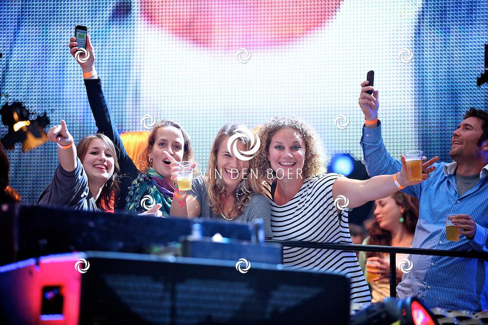 EINDHOVEN - Het publiek geniet volop van het concert van Guus Meeuwis. FOTO LEVIN DEN BOER - PERSFOTO.NU