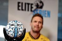 Fotball , 27. september 2017 , Eliteserien og Toppserien har fått felle ligaball , <br /> Her Frode Kippe  Lillestrøm<br /> ilustrasjon