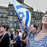 Nederland, Amsterdam , 17 juli 2014.<br /> n.a.v. de onrust tussen Palestijnen en de Joden in Israel is er vanuit Joodse kringen in Amsterdam een pro Israel demonstratie op de Dam georganiseerd.<br /> Foto:Jean-Pierre Jans