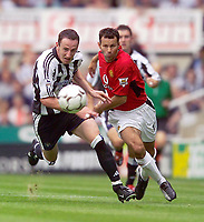 Fotball<br /> Premier League England 2003/2004<br /> Newcastle v Manchester United 23.08.2003<br /> Norway Only<br /> Foto: Digitalsport<br /> <br /> Photo. Jed Wee<br /> Newcastle United v Manchester United, FA Barclaycard Premiership, St. James' Park, Newcastle. 23/08/2003.<br /> Newcastle's Andy O'Brien (L) and Man Utd's Ryan Giggs chase the same ball.