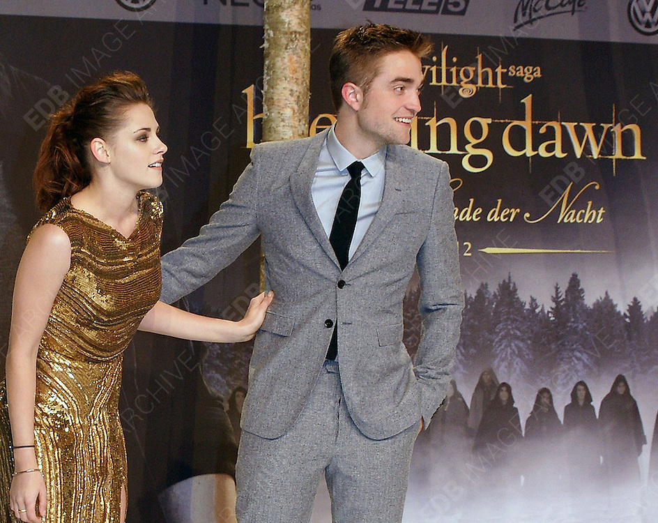 16.NOVEMBER.2012. BERLIN<br /> <br /> KRISTEN STEWART AND ROBERT PATTINSON ATTEND THE TWILIGHT SAGA BREAKING DAWN PART 2 GERMANY PREMIERE HELD AT THE CINESTAR IN BERLIN, GERMANY.<br /> <br /> BYLINE: EDBIMAGEARCHIVE.CO.UK<br /> <br /> *THIS IMAGE IS STRICTLY FOR UK NEWSPAPERS AND MAGAZINES ONLY*<br /> *FOR WORLD WIDE SALES AND WEB USE PLEASE CONTACT EDBIMAGEARCHIVE - 0208 954 5968*