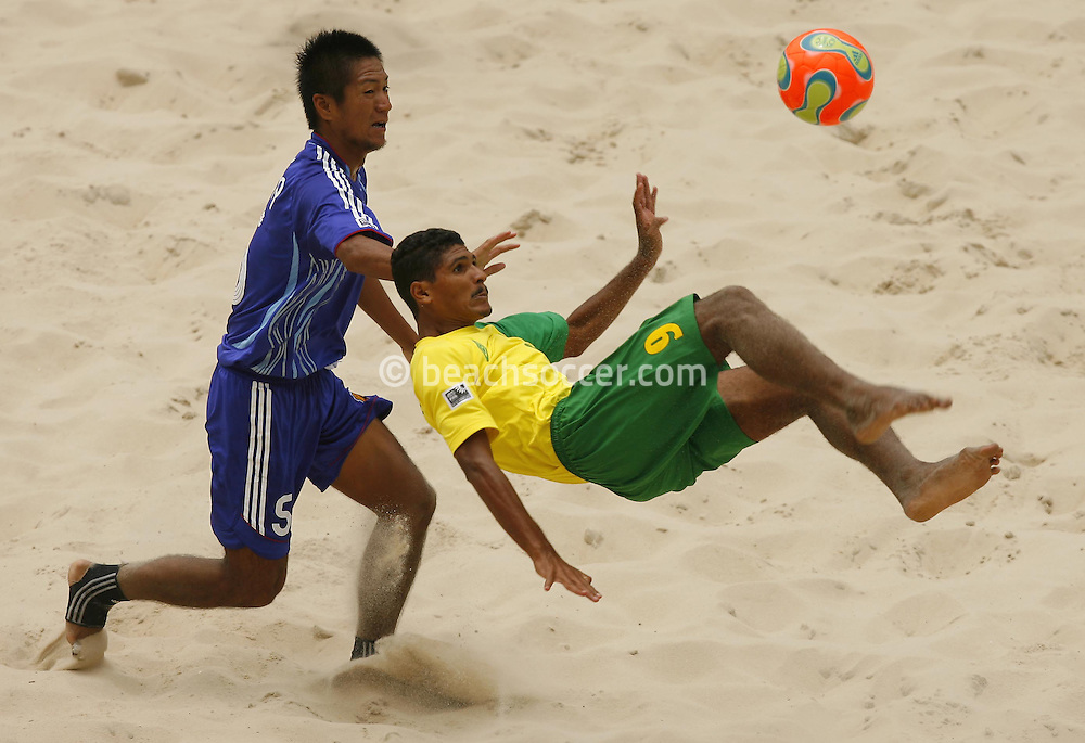 Football-FIFA Beach Soccer World Cup 2006 - Group A- Brazil - Japan, Beachsoccer World Cup 2006. Brasilian's Andre and Japan's Anderson - Rio de Janeiro - Brazil 05/11/2006. Mandatory credit: FIFA/ Manuel Queimadelos