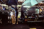 HYUNDAI automobile plant at ULSAN Usine de construction automobile HYUNDAI a ULSAN ///R27/18    L2583  /  R00027  /  P0003481
