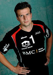 08-10-2009 VOLLEYBAL: PHOTOSHOOT SSS: BARNEVELD<br /> Photoshoot SSS A League seizoen 2009 - 2010 / Mark van Roekel<br /> ©2009-WWW.FOTOHOOGENDOORN.NL
