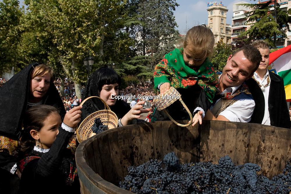 Logrono (Spain) 21/09/2007 - 51° Fiesta de la Vendimia Riojana 2007 - Pisado de la Uva y ofrenda del primer mosto a la Virgen de Valvanera - Paseo del Espolon