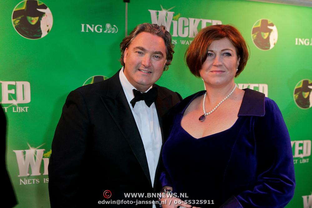 NLD/Scheveningen/20111106 - Premiere musical Wicked, Erwin van Lambaart en partner Plien
