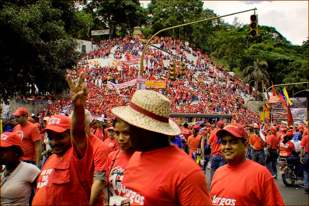 CONCETRACION DE SIMPATIZANTES DE HUGO CHAVEZ / CONCENTRATION OF SUPPORTERS OF HUGO CHAVEZ<br /> Photography by Aaron Sosa<br /> Caracas - Venezuela 2006<br /> (Copyright &copy; Aaron Sosa)