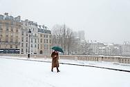France. Paris. 4th district. Pont louis Phillipe bridge  under the snow.  the seine river between le Marais and Saint louis island, /  le pont louis Phillipe traverse la seine du Marais a l ile saint Louis