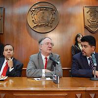 """Toluca, Mex.- Laurence Whitehead, director fundador del Centro de Estudios sobre México de la Universidad de Oxford así como decano y catedrático titular de política y democratización en el Nuffield Collage de la Universidad de Oxford y de otras del mundo, en conferencia de prensa posterior a la la conferencia magistral """"Transiciones a la Democracia"""" que dictara en el Aula Magna de la UAEM. Agencia MVT / Rummenige Velasco. (DIGITAL)<br /> <br /> <br /> <br /> <br /> <br /> <br /> <br /> NO ARCHIVAR - NO ARCHIVE"""