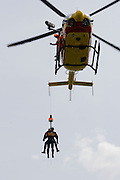 Paris, France. 4 Mai 2009..Brigade Fluviale de Paris..15h10 Entrainement d'helitreuillage..Paris, France. May 4th 2009..Paris fluvial squad..3:10 pm Winching up into a helicopter training.