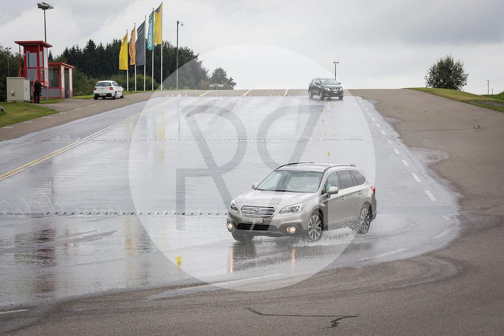 SCHWEIZ - HINWIL - Fahrsicherheitstraining im TCS Training & Events Zentrum Betzholz - 09. August 2016 © Raphael Hünerfauth - http://huenerfauth.ch