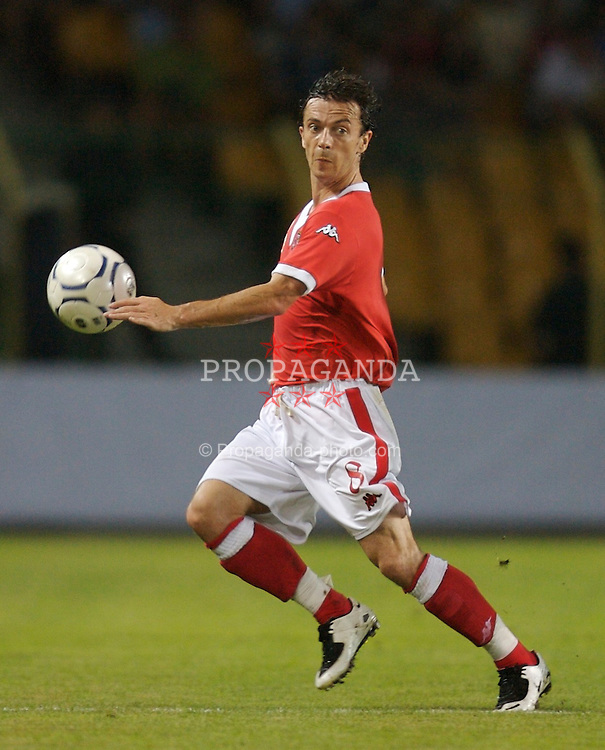 Bourgas, Bulgaria - Wednesday, August 22, 2007: Wales' Simon Davies in action against Bulgaria during the International Friendly match at the Naftex Stadium. (Photo by David Rawcliffe/Propaganda)