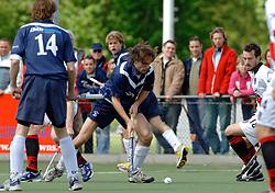 08-05-2005 HOCHEY: PINOKE-AMSTERDAM: AMSTELVEEN<br /> Amsterdam wint met 4-3 van Pinoke. Pinoke speelt door deze uitslag play out wedstrijden. - Martijn Morsink<br /> ©2005-WWW.FOTOHOOGENDOORN.NL