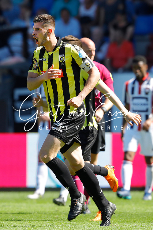 *Matt Miazga* of Vitesse celebrates 1-1